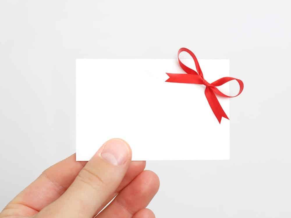 Mand med gavekort