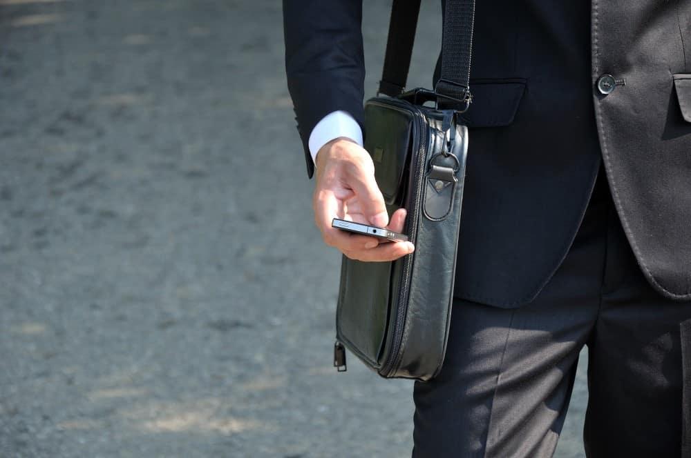 forretningsmand med taske